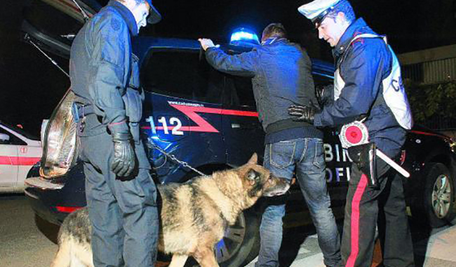 Ulteriori controlli della polizia: identificazioni e sequestri