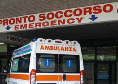 Incidente in via Emilia Ovest. 21enne al Pronto Soccorso
