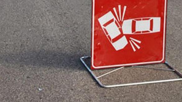 Via Europa, incidente frontale tre due auto. Muore una 25enne
