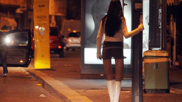 Picchiava e rapinava le prostitute: arrestato