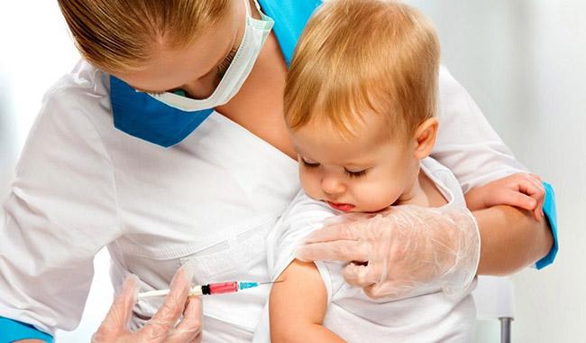 """FdI: """"Chiusi 36 punti vaccinali in provincia"""". La replica dell'Ausl"""