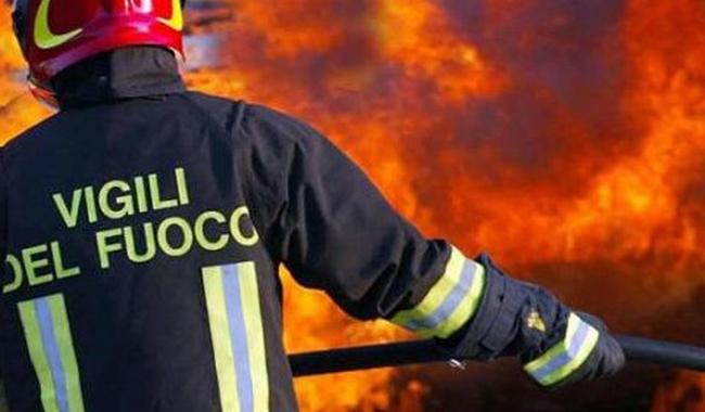 Bedonia, incendio in una villa. Giovane intossicato
