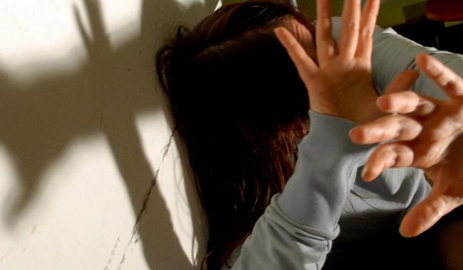 Abusi sulle due nipoti: arrestato 46enne