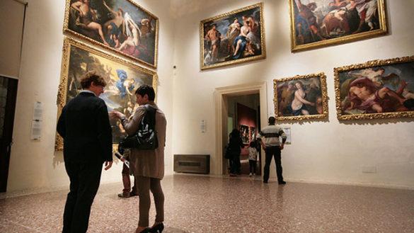 """""""Un turista la domenica pomeriggio a Parma? Dimentichi l'arte"""""""