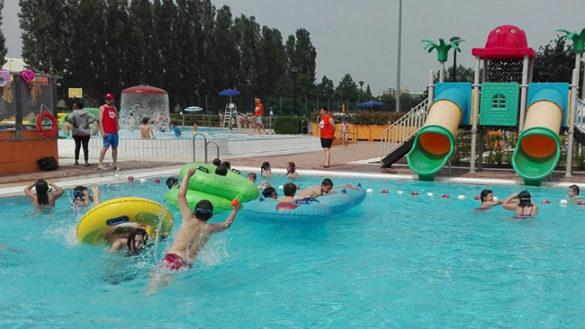 Dodicenne rischia di annegare in piscina: la procura apre un fascicolo