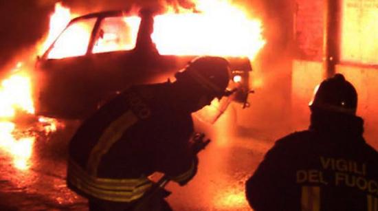 Torrechiara: auto in fiamme. Si teme incendio doloso