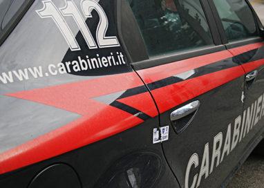 Via Imbriani, al controllo nasconde la droga nell'auto dei Carabinieri