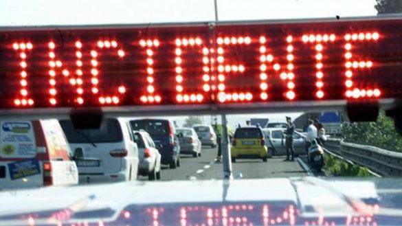 Incidente in A1. Coinvolti un'auto, un furgone e un autobus