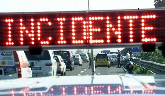 Schianto sull'A1 ad altezza Fiere: motociclista al Maggiore
