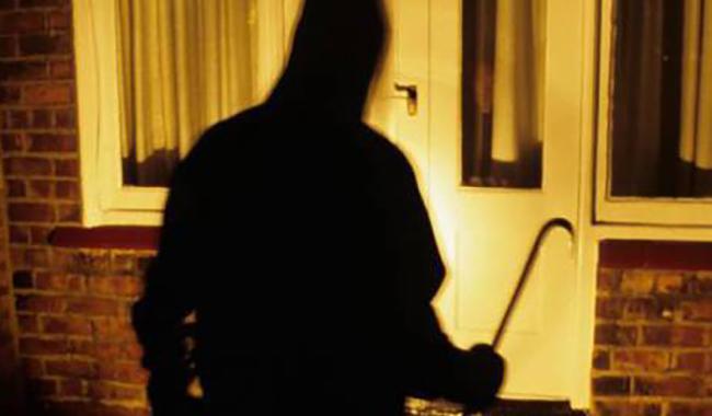 Medesano, colpo in villa: 81enne si nasconde in camera