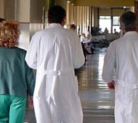 medici-lavorano-troppo