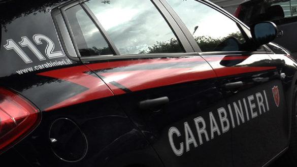 Salsomaggiore: guida ubriaco con pugnali e droga in auto