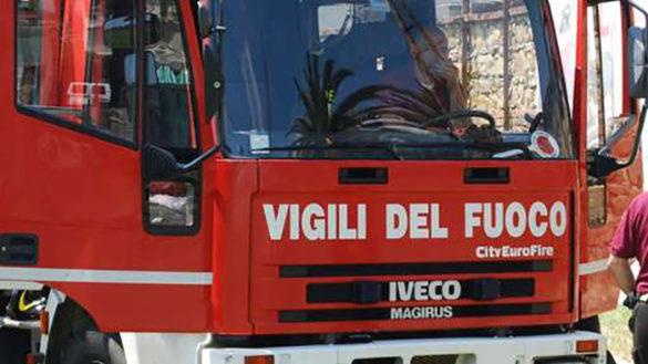 Corniglio, bosco in fiamme. Donna ustionata all'Ospedale