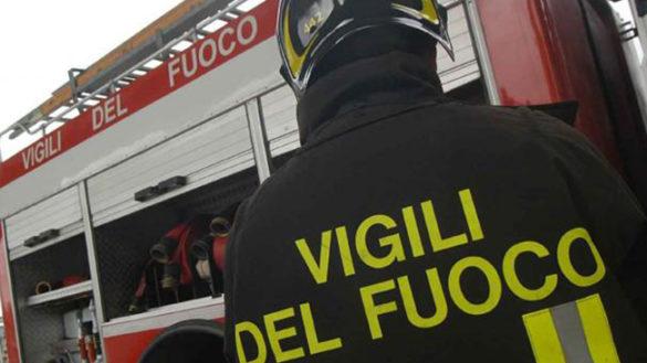 Un furgone va in fiamme a Sanguinaro di Fontanellato