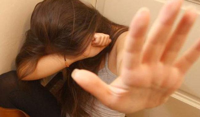 Picchia e maltratta la moglie per vent'anni: condannato 55enne
