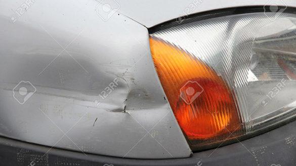 Salsomaggiore: alterato, distrugge auto con un bastone