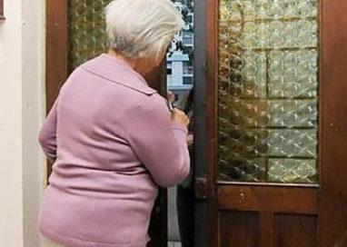 Finto tecnico deruba un'anziana in via Bocchialini