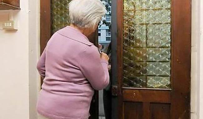 Finto tecnico del termosifone deruba un'anziana