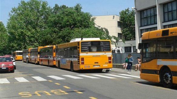 Itis, studente sotto una ruota alla fermata dell'autobus