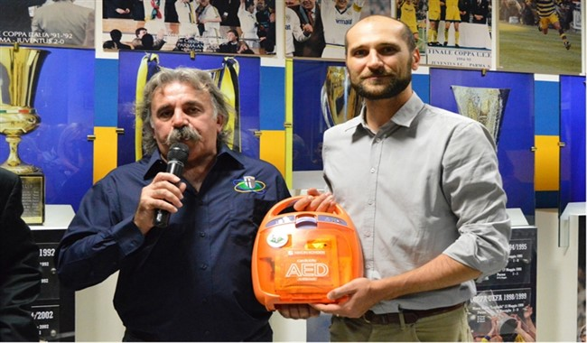 Un defibrillatore per il Comune di Parma
