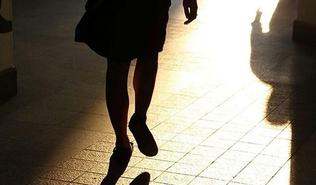 Giovane donna si innamora e perseguita vigile 60enne
