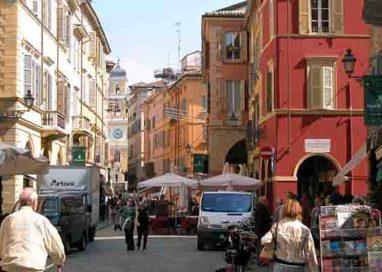 Rissa in via Farini, all'angolo con via Nazario Sauro