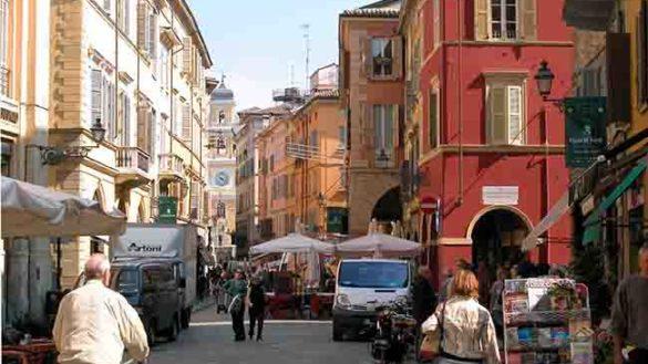 Piazze e botteghe storiche: 350mila euro dalla Regione per Parma