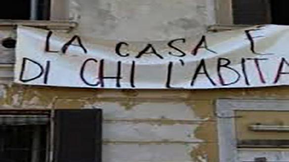 Troppi rischi, gli occupanti lasciano l'edificio di borgo Riccio