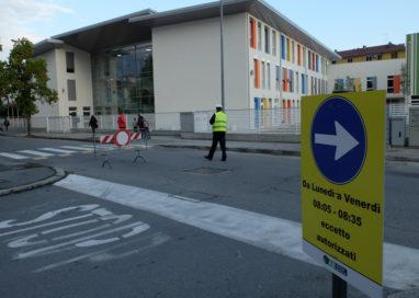 Scuola Racagni: Traffico off-limits all'entrata degli alunni