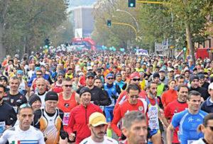 Partenza della 32a Firenze Marathon di Firenze, 29 novembre 2015, ANSA/MAURIZIO DEGL INNOCENTI.