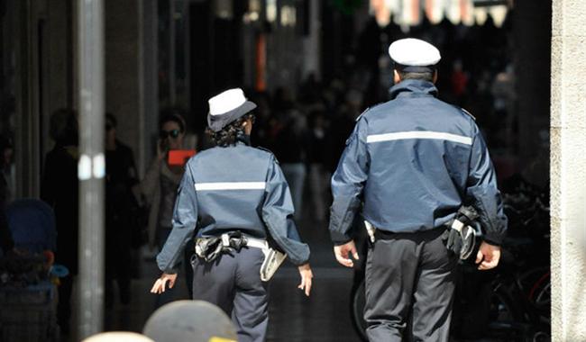 Piazza Ghiaia: sequestrate 20 borse dal marchio contraffatto
