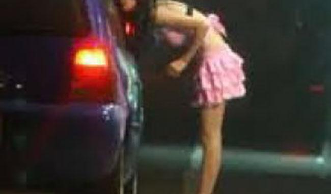Via Emilia, ordinanza antiprostituzione solo su un lato della strada?