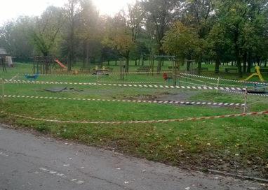 Parco Ferrari: dopo il campo recintato, via anche i giochi