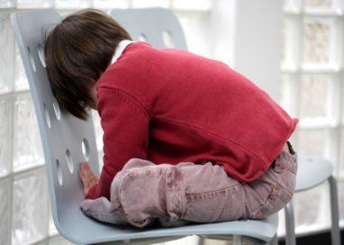 Bambino preso per le orecchie in un asilo privato, suora a processo