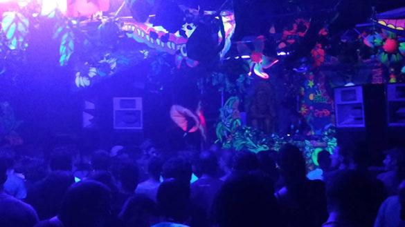 Coppia di ladri ruba giubbotti e cellulari in discoteca
