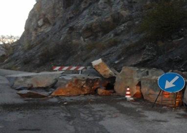 Caduta massi sulla Calestano-Berceto: strada chiusa