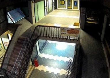 Galleria Polidoro al buio da un mese, perché non si interviene?