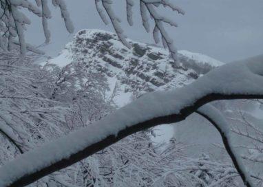 Appennino: altra nevicata fuori stagione al Lago Santo