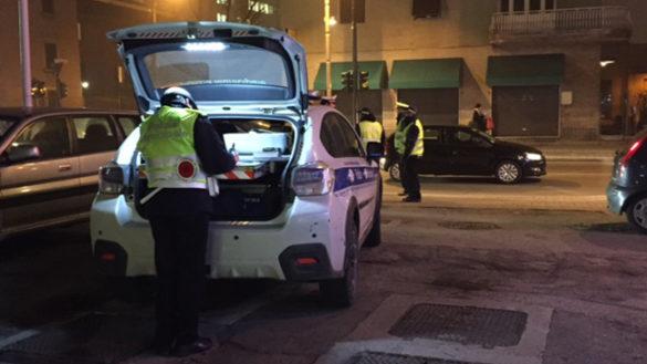 Ubriaco, fermato per l'alcoltest aggredisce i poliziotti