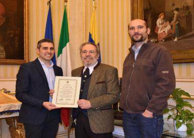 Consegnato un riconoscimento a Roberto Vecchi per meriti sportivi