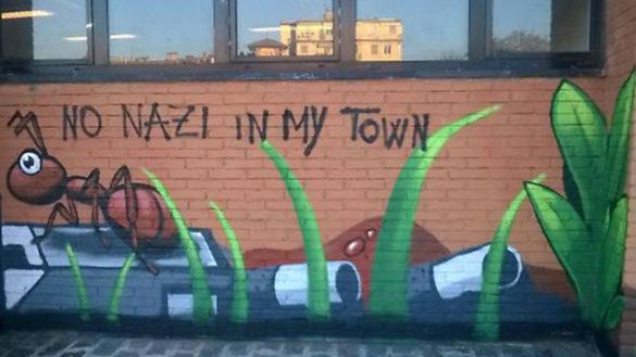 A Pizzarotti gli imbrattano i murales. E lui: è guerra