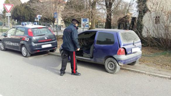Ladro rischia 'bruciare' in auto rubata