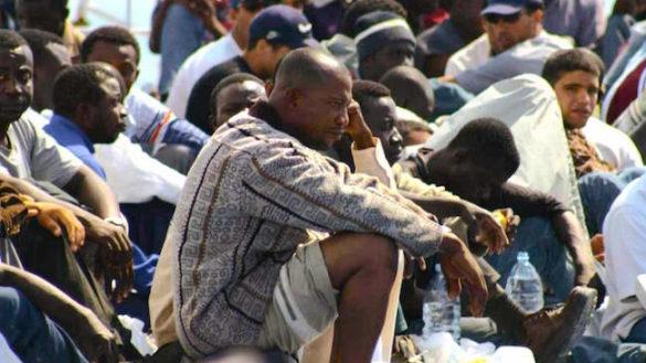 Pizzarotti sui migranti: sistema di gestione dei Prefetti non funziona