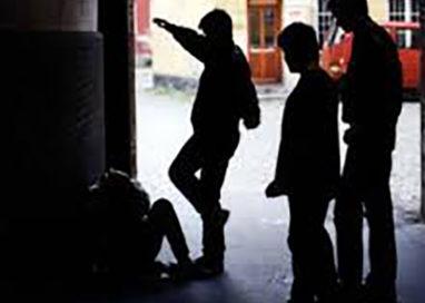 Ancora violenza giovanile: pestato 44enne in via Mazzini