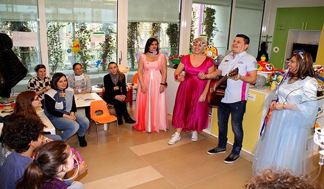 All'Ospedale dei Bambini è arrivato il carnevale con l'associazione La Pergamena