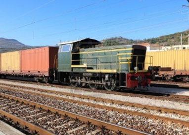 Cinque clandestini scoperti dentro sacchi di farina su un treno merci