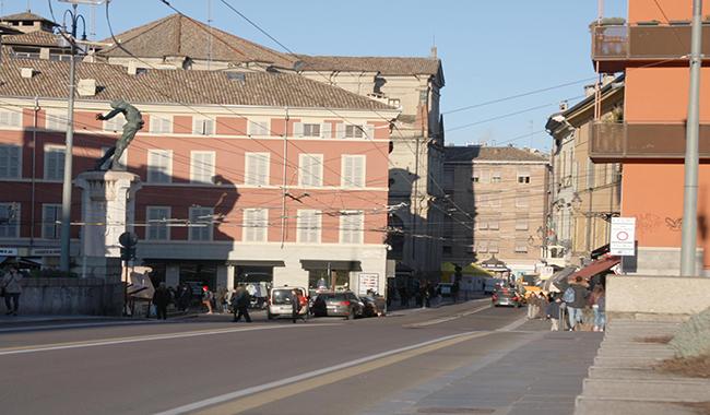 Piazzale Corridoni, panico: arrestato 26enne iracheno