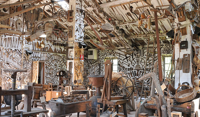 """La mostra """"Ettore Guatelli, la vita delle cose"""" al Labirinto della Masone"""