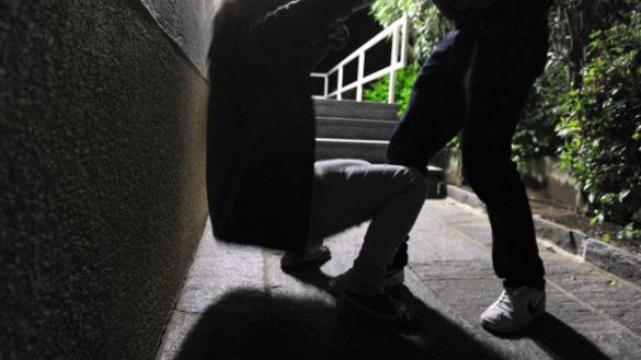 Viale Osacca, 25enne minacciata con una siringa usata