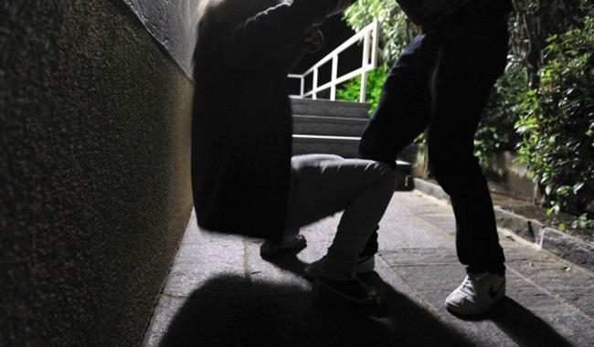 Anziani e giovanissimi. Le vittime più frequenti di aggressioni in centro